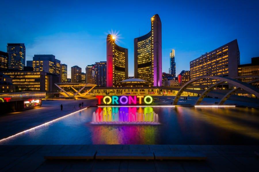 Canada_Toronto_Ashutterstock_418975963